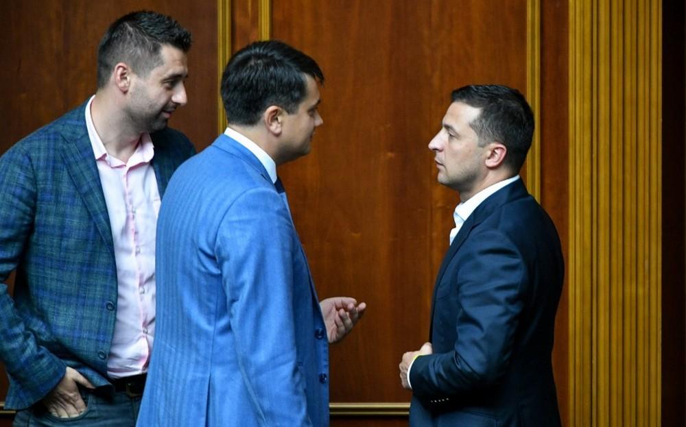 Владимир Зеленский, Дмитрий Разумков и Давид Арахамия (Фото: Николай Лазаренко/пресс-служба президента)