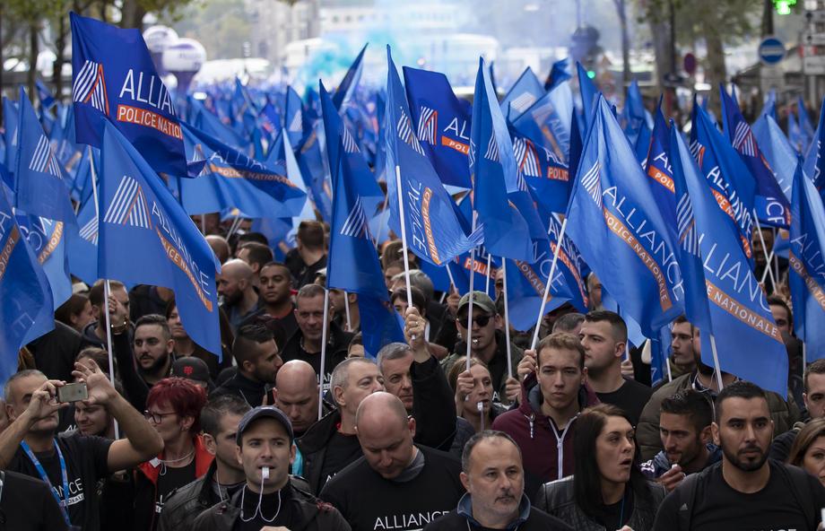 """22 000 полицейских вышли на """"Марш гнева"""" в Париже: фото"""