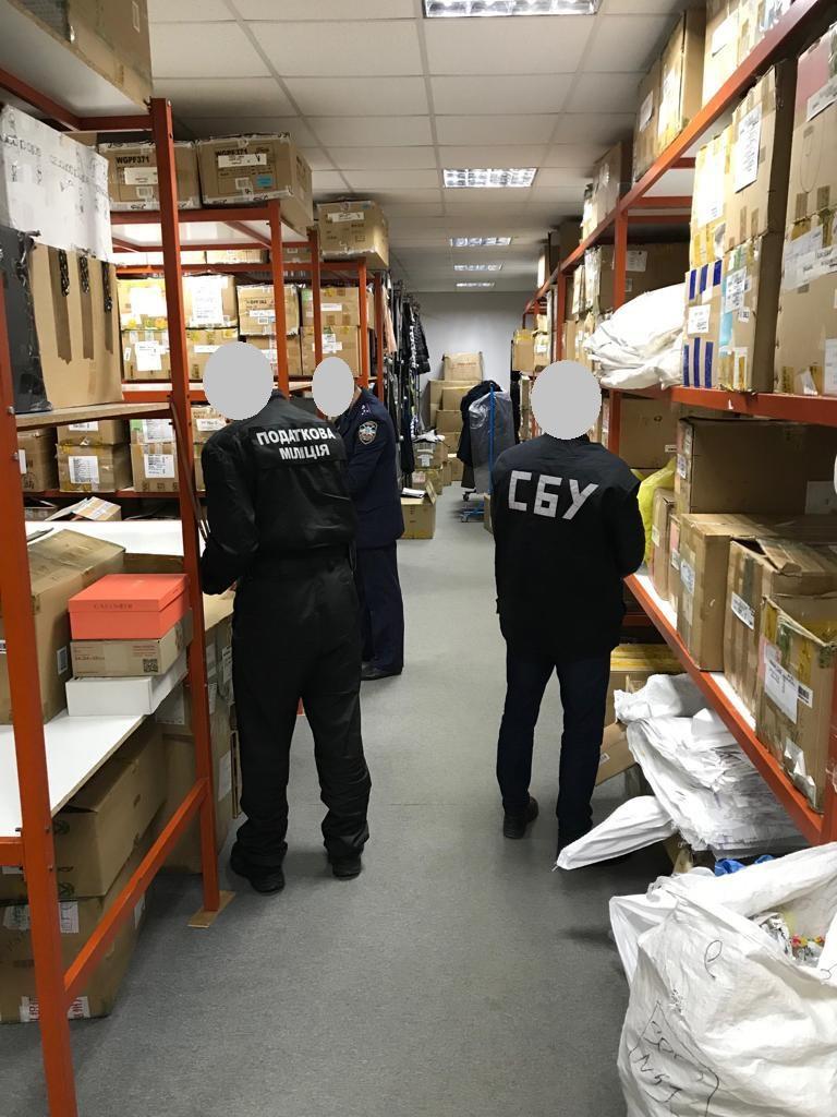 В Україні закрили великий канал контрабанди брендових товарів
