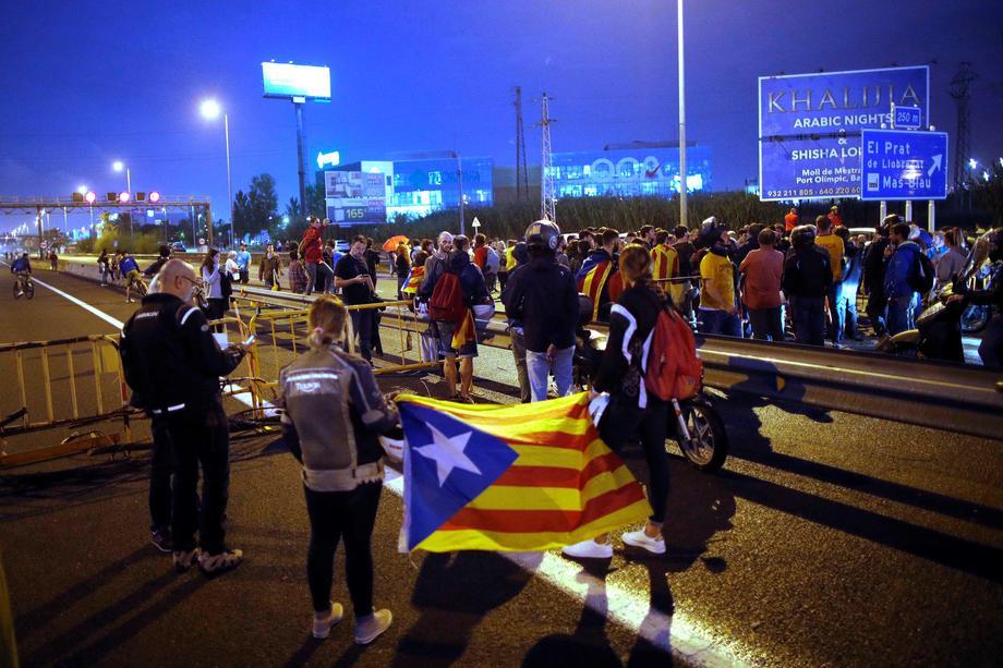Аеропорт Барселони скасував близько 100 рейсів через протести