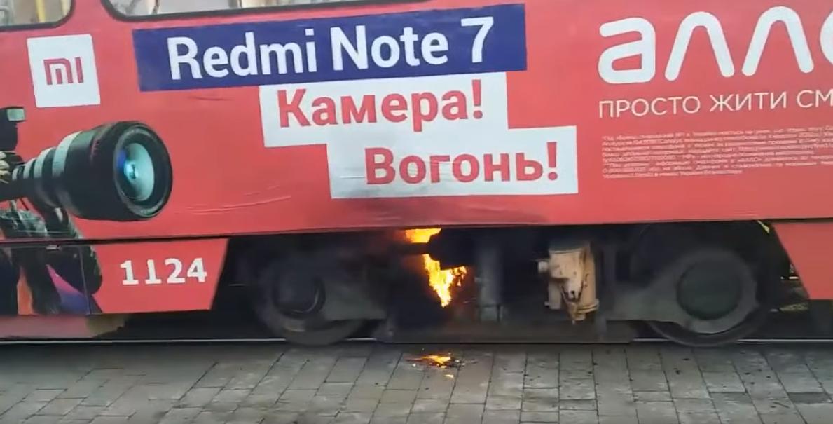 """""""Камера! Огонь!"""" Во Львове загорелся трамвай: фото, видео"""