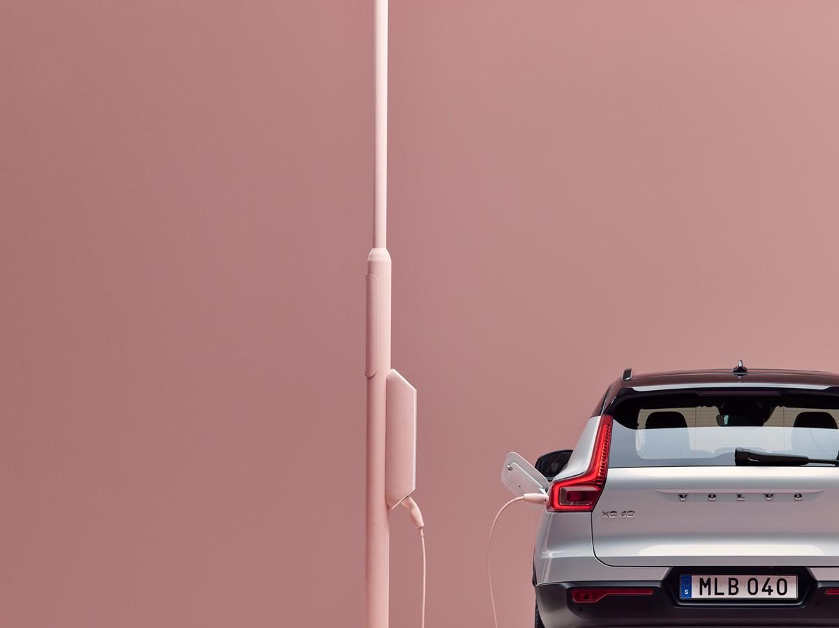 Volvo представила свой первый электромобиль 03