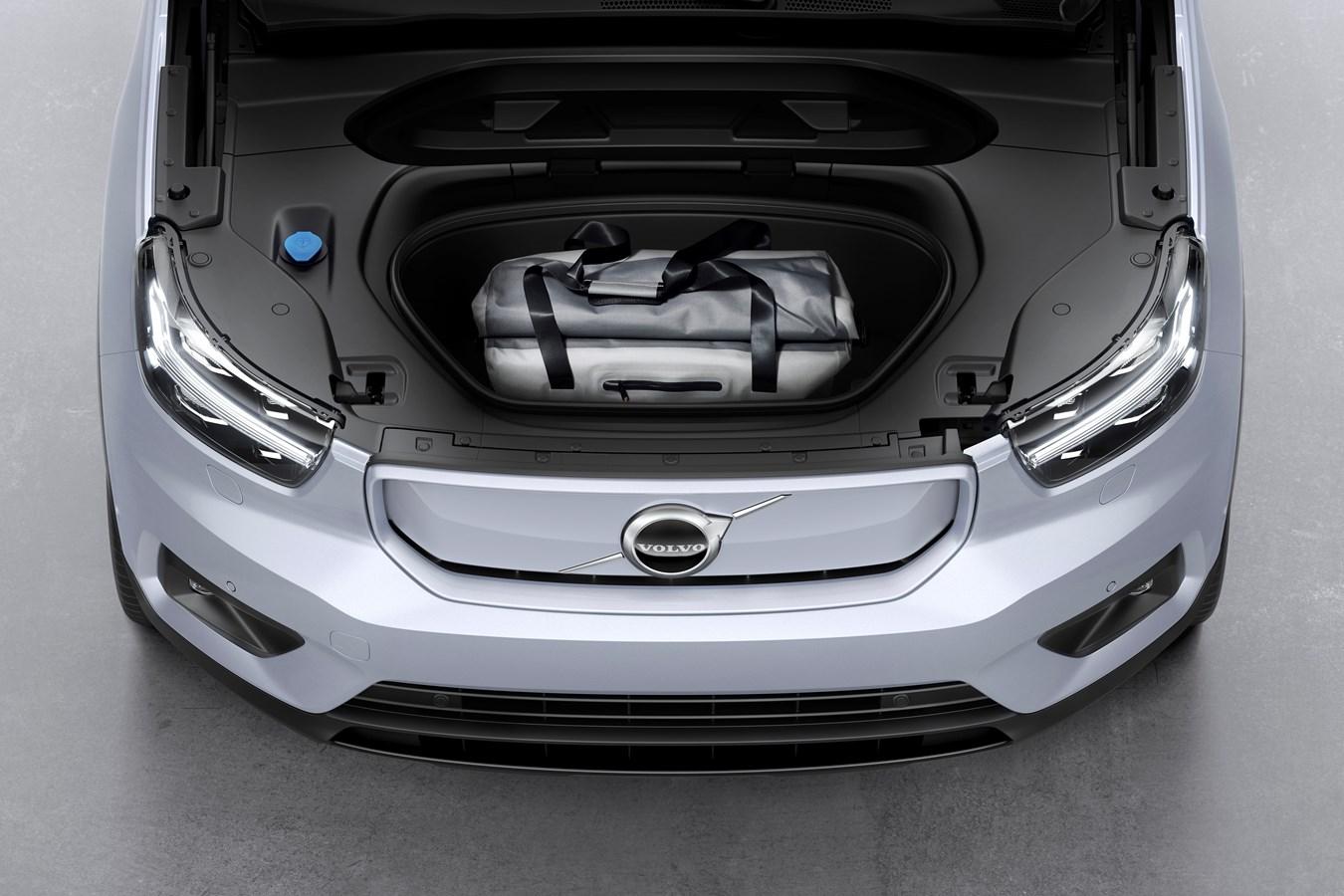 Volvo представила свой первый электромобиль 01