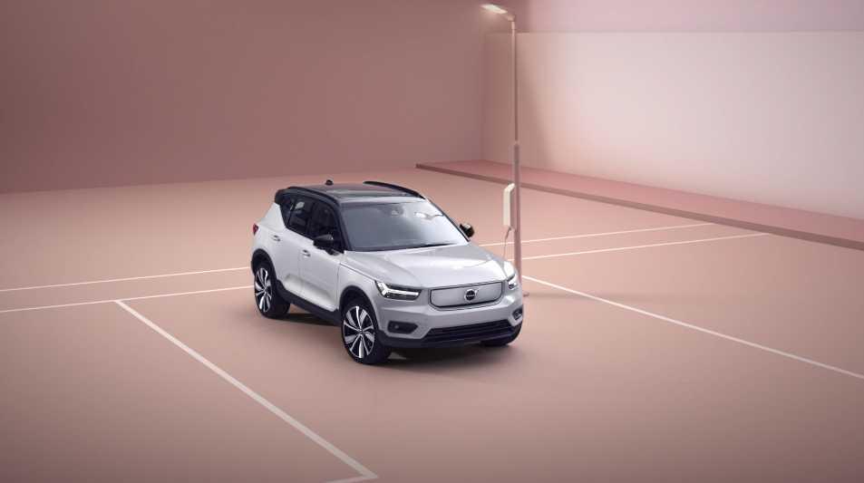 Volvo представила свой первый электромобиль 02