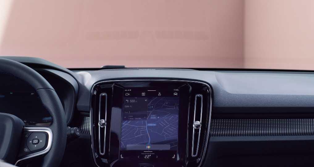 Volvo представила свой первый электромобиль 04