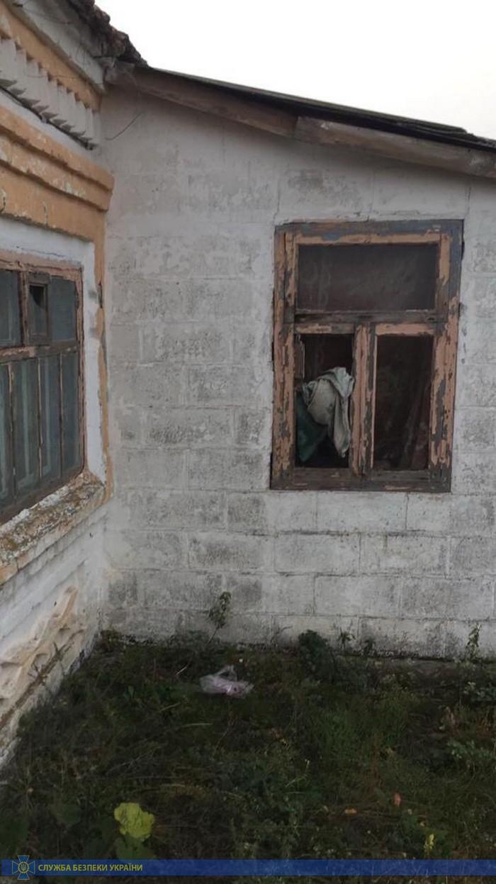 СБУ взяла черных риелторов: пытками отбирали у людей жилье - фото