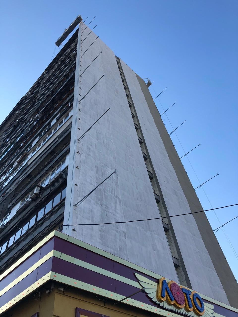 Фасад дома Харьковское шоссе 2а фото: Geo Leros / Facebook