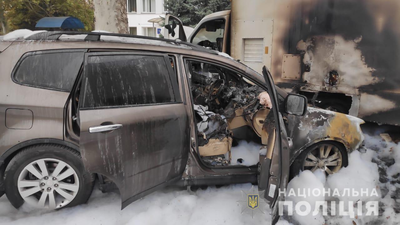 В Одесской области неизвестные сожгли авто таможенника: видео