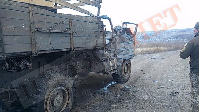 На Донбассе боевики обстреляли грузовик с военными: фото
