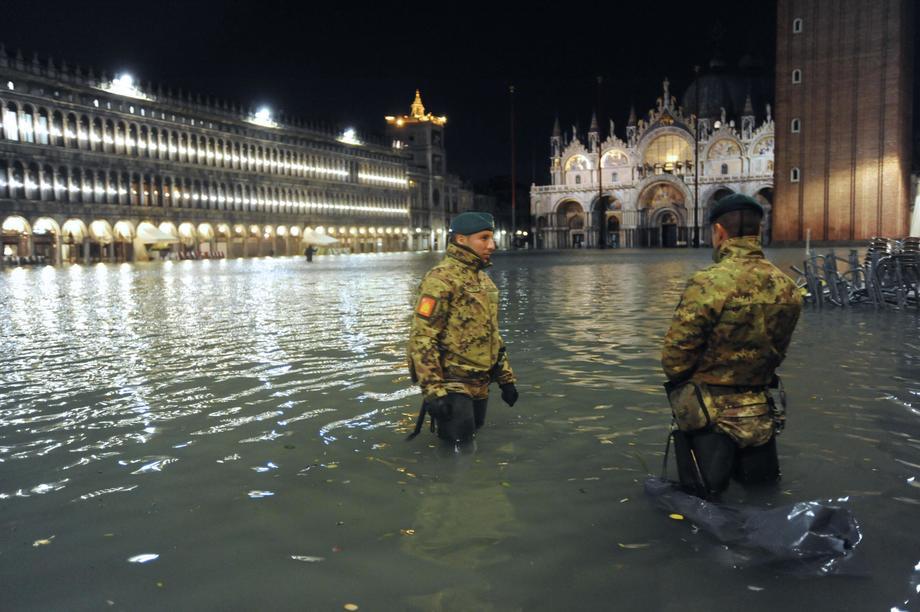 Венеция уходит под воду: фото и видео рекордного потопа