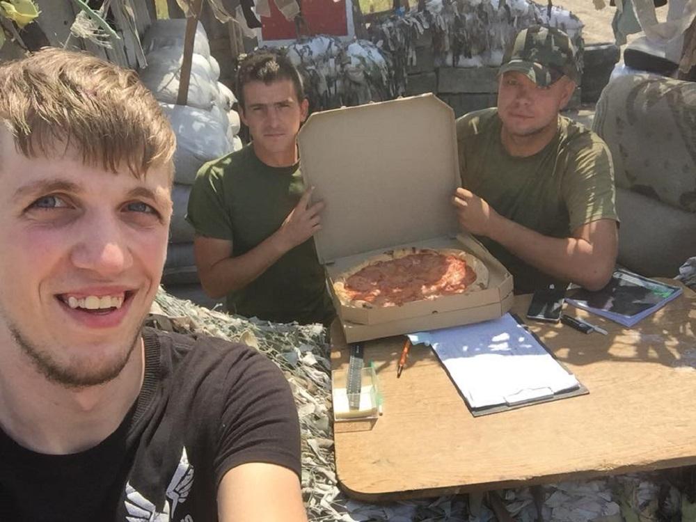 Пиццу в окоп заказывали? Как молодые украинцы поднимают Донбасс #ВластьЭтоМы