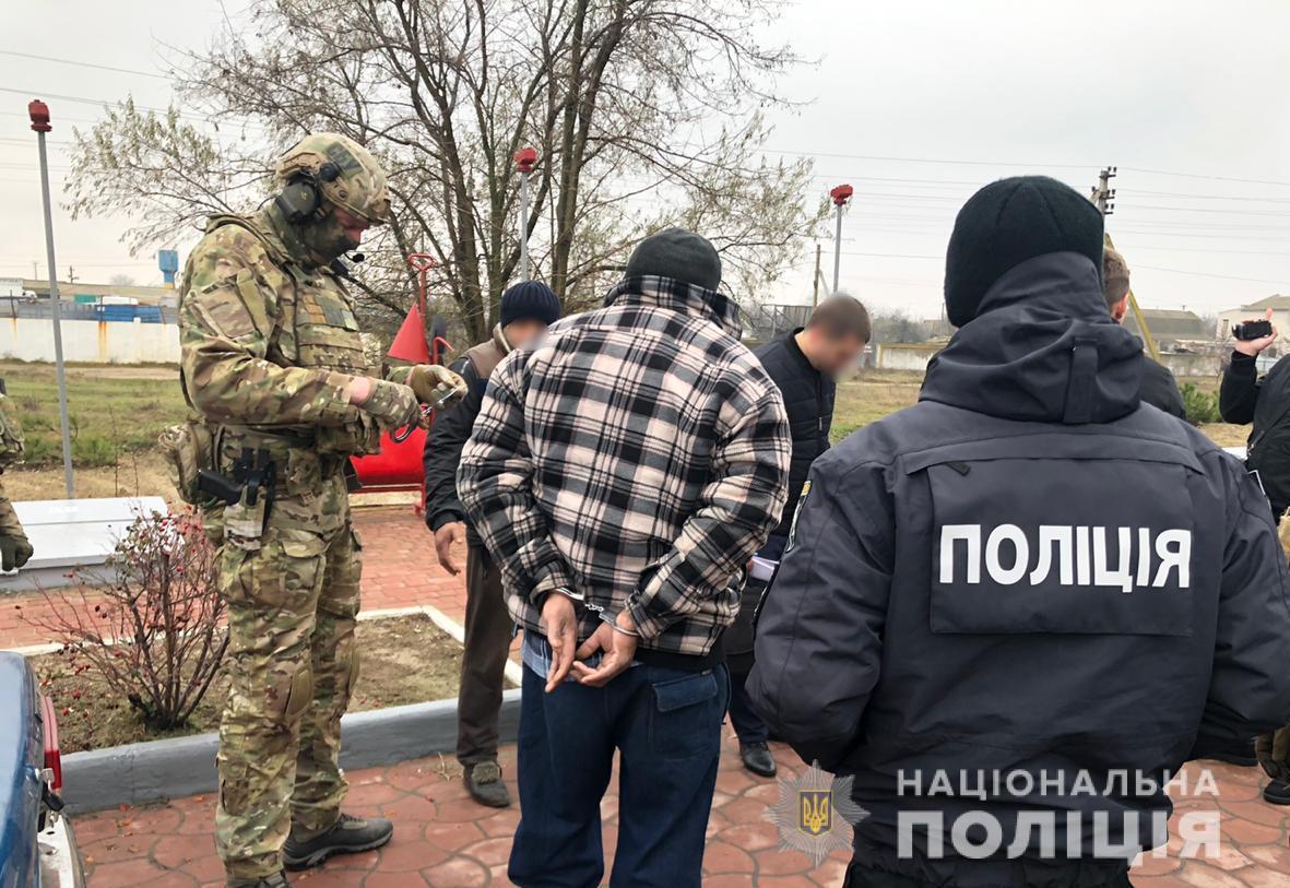 Спецназ задержал ОПГ: угоняли авто и похищали людей - видео, фото