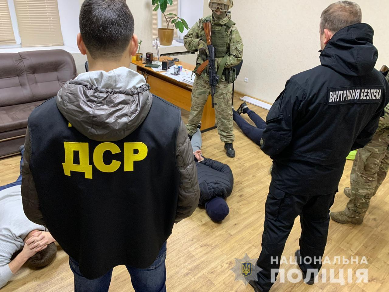 В Запорожье с БТРом задерживали банду: видео штурма