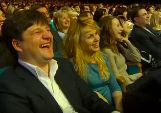 Илья Павлюк с семьей на концерте Вечернего квартала (фото - скриншот видео)