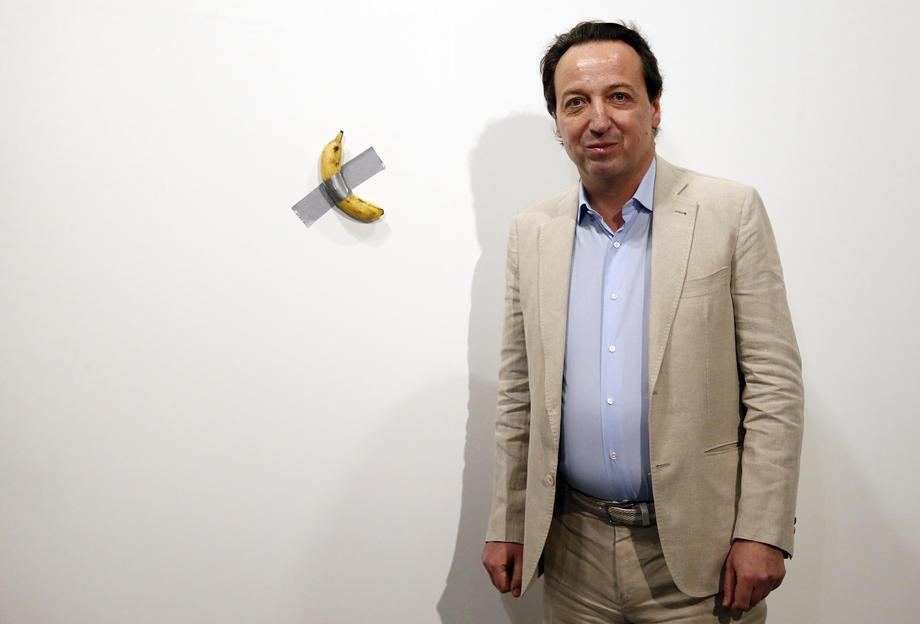 В США продали банан со скотчем за $120 000: фото