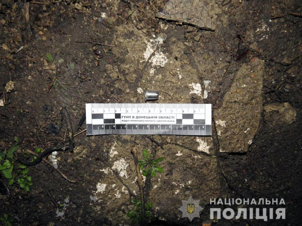 На Донбассе обстреляли автомобиль: нападавших задержали - фото