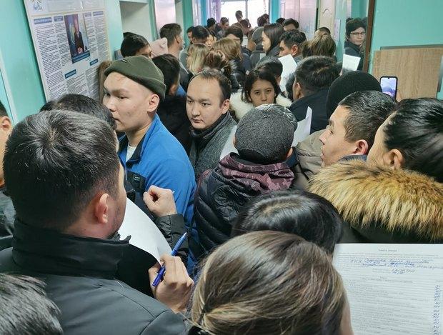 Авиакатастрофа в Алматы. Самолет упал на взлете - первые видео