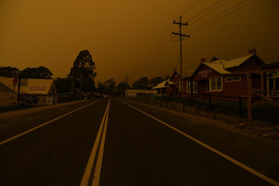 С пожарами в Австралии будут бороться до 3000 военных запаса