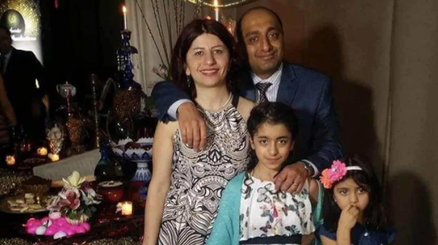 Педрам Мусави и его жена Мойган Данешманд вместе с двумя дочерьми (слева направо) Дарьей и Дориной Фото: @ zaghtweet1/Twitter