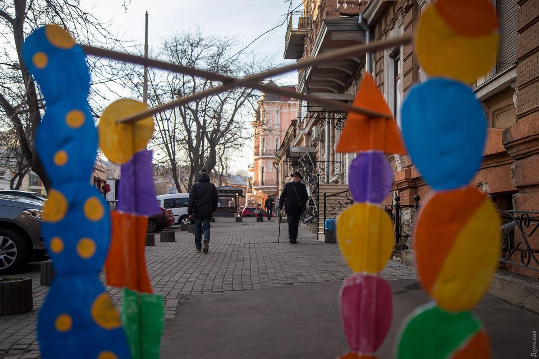 Художник креативно обратил внимание на ямы в Одессе: фото