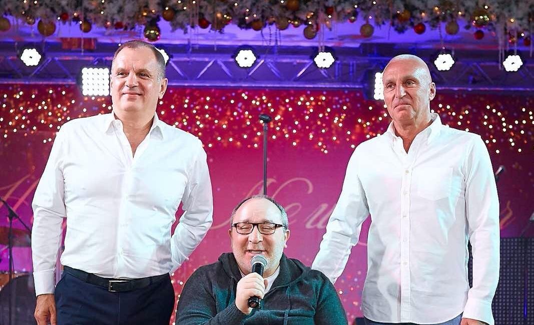Алексей Ярославский, Геннадий Кернес и Александр Ярославский встречают Новый 2020-й год (фото: instagram.com/gepard59)