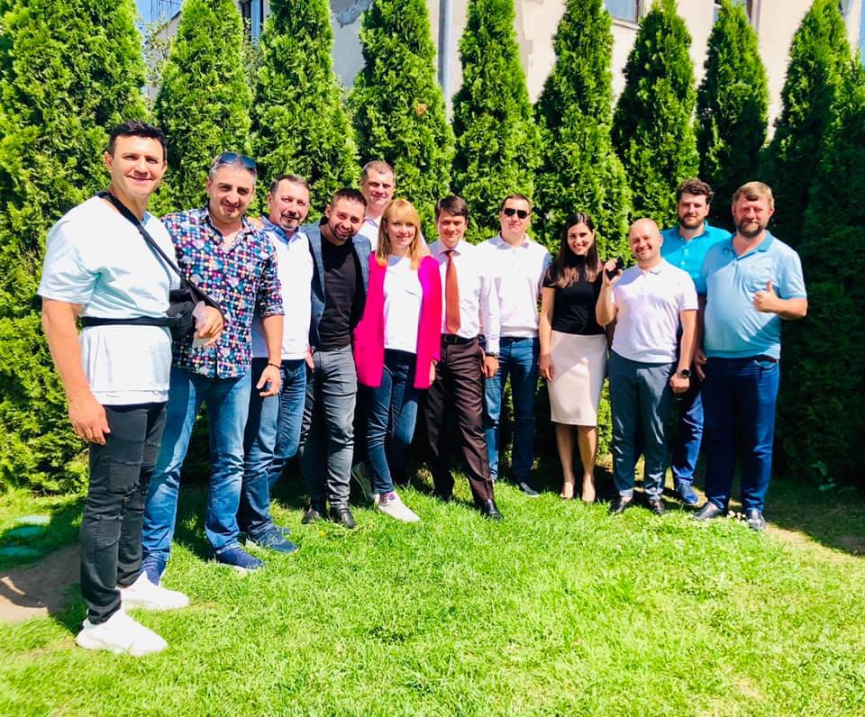 Елена Шуляк (в центре) с коллегами, народными депутатами, фото: Facebook / Елена Шуляк