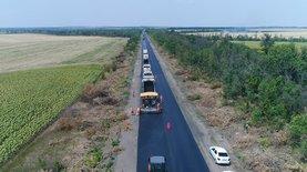Зеленский подписал закон, позволяющий областям брать кредиты на ремонт дорог
