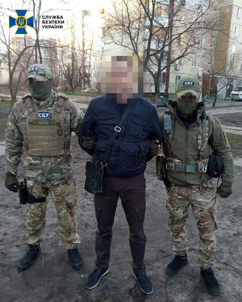 СБУ задержала бывшего сотрудника МВД: работал на боевиков - фото