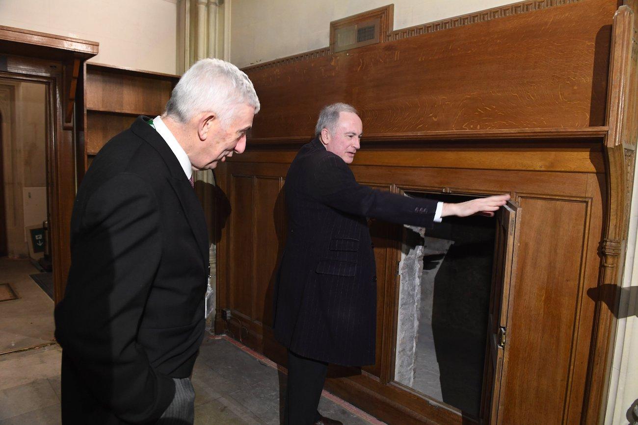 В стене британского парламент нашли тайный ход: фото