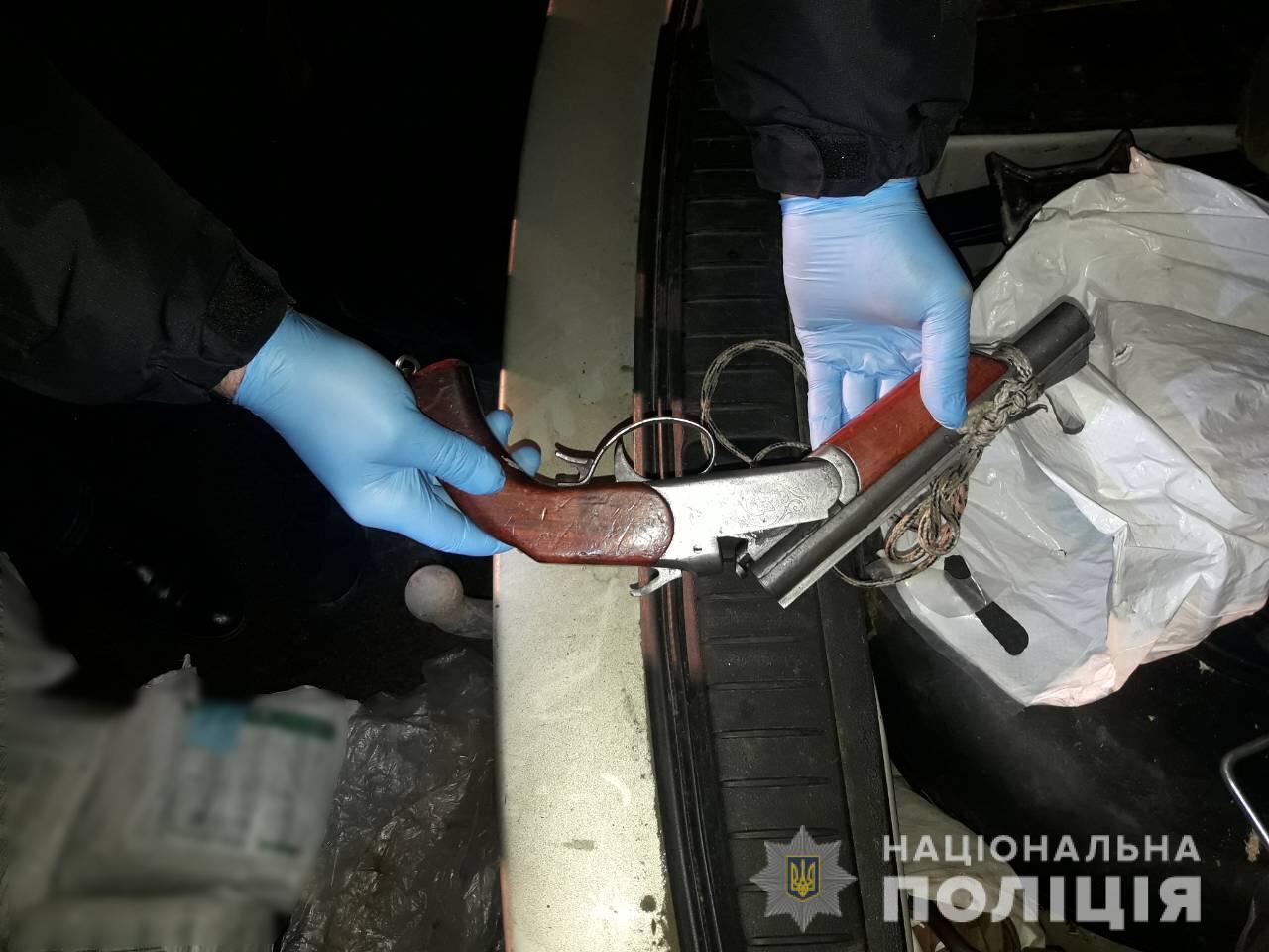 Вооруженные грабители обворовывали фуры на ходу