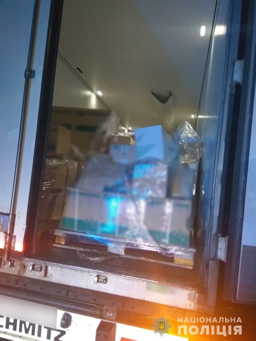 В Черкасской области грузовики обворовывали прямо во время движения