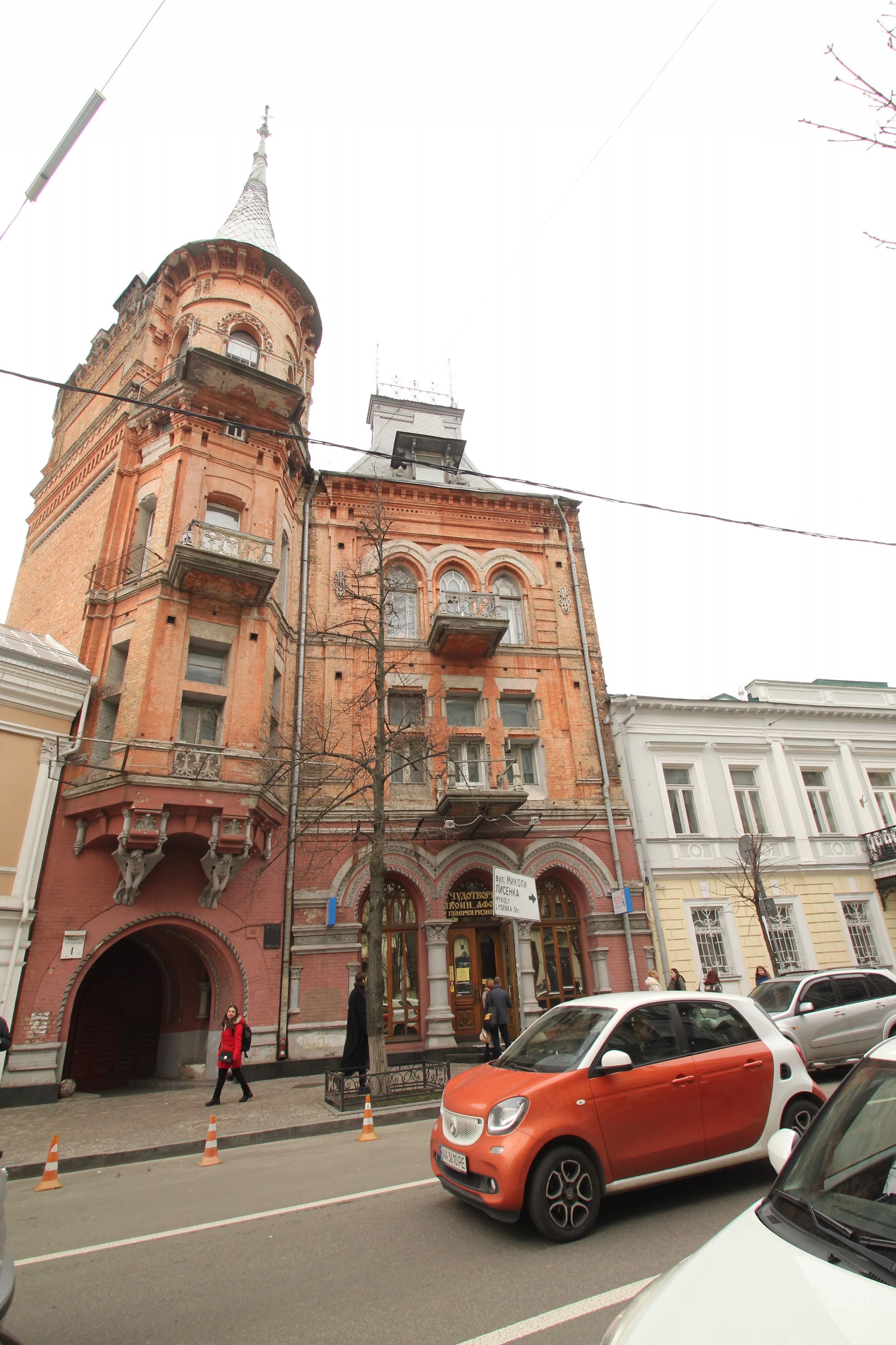 Киев, который мы теряем. Чем уникальна улица Ярославов вал? Фоторепортаж