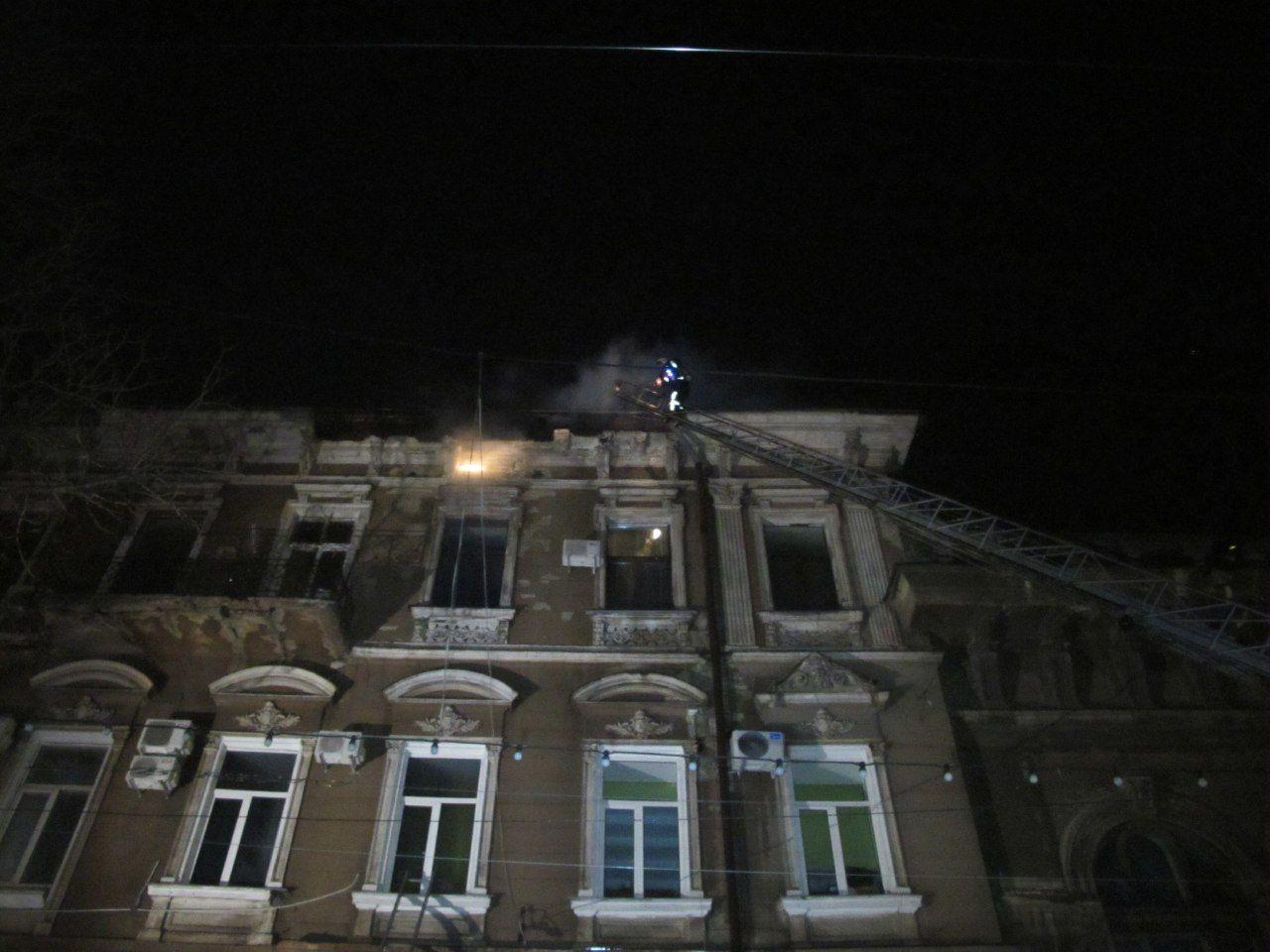 Пожар в трехэтажном жилом доме Одессы