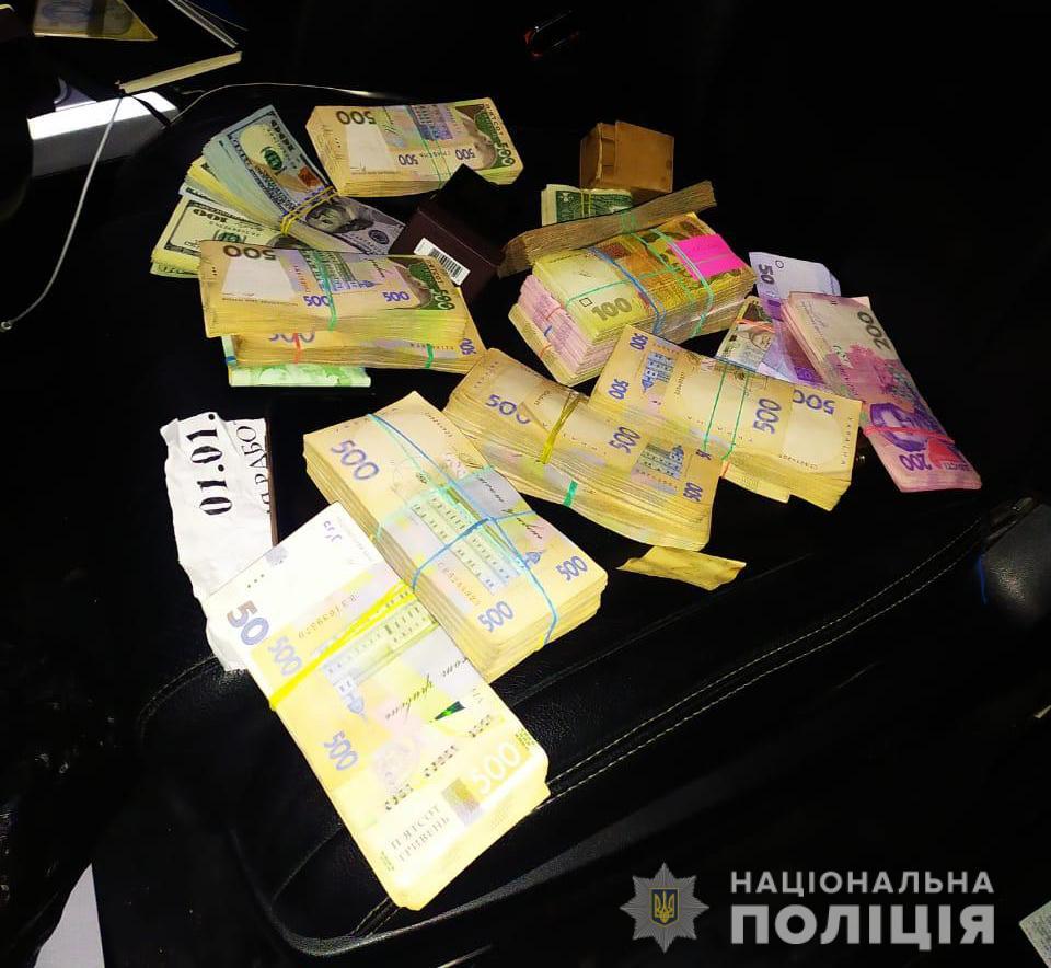 Изъятые деньги при обыске: фото