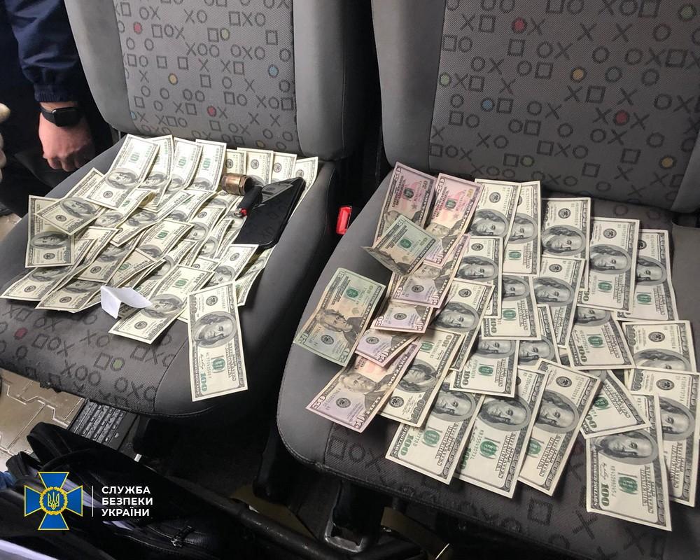 Изъятые при обыске деньги: фото