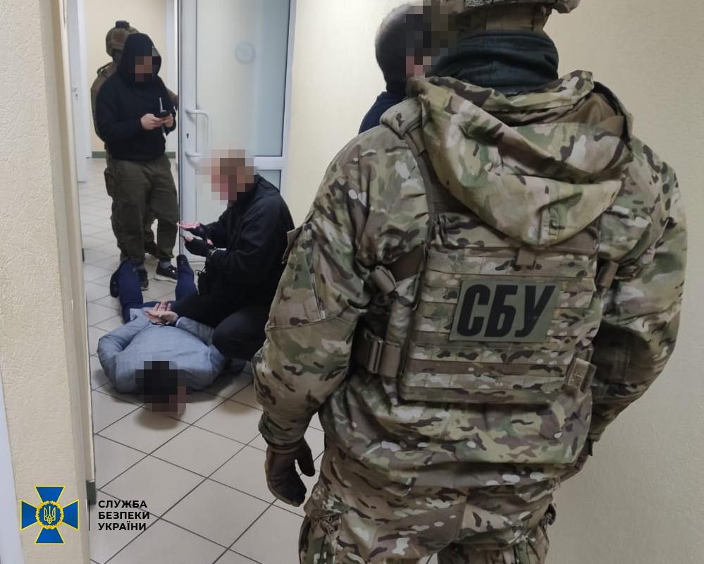 Операция по задержанию подозреваемых в получении взяток на таможенном посту Ковель: фото