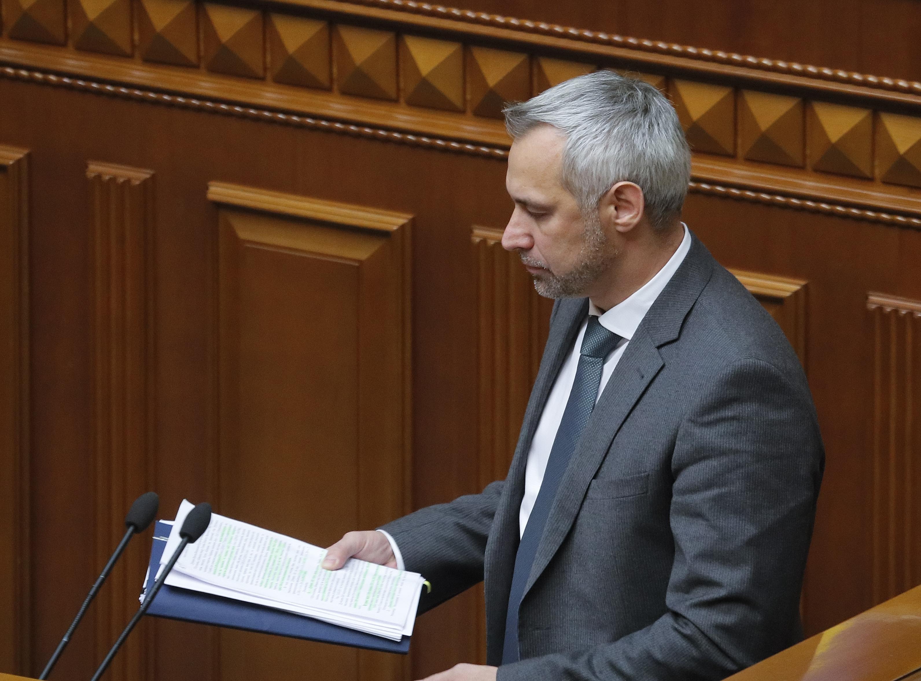 Руслан Рябошапка на внеочередном заседании Рады (фото: EPA)