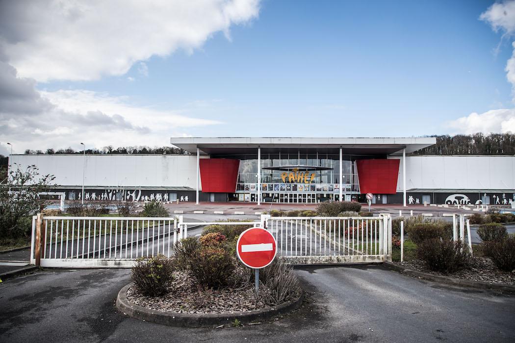 Закрытый мультиплекс-кинотеатр во Франции (Фото: EPA)