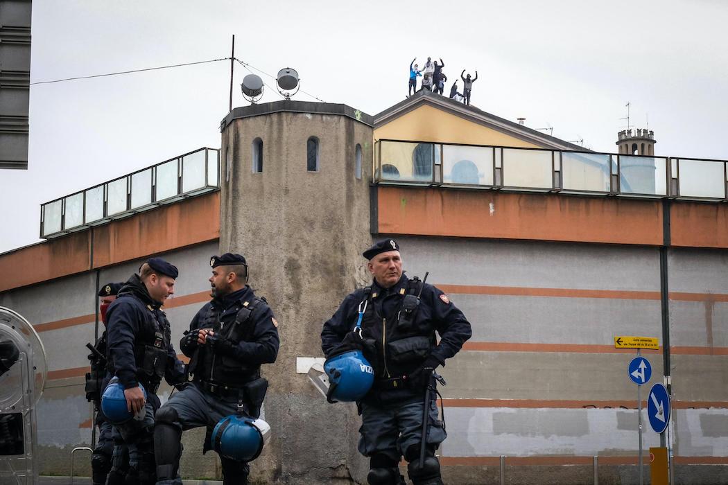 Тюремные бунты из-за коронавируса в Италии (Фото: EPA)