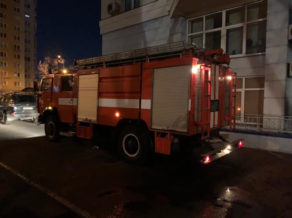 На место инцидента приехали спасатели: фото