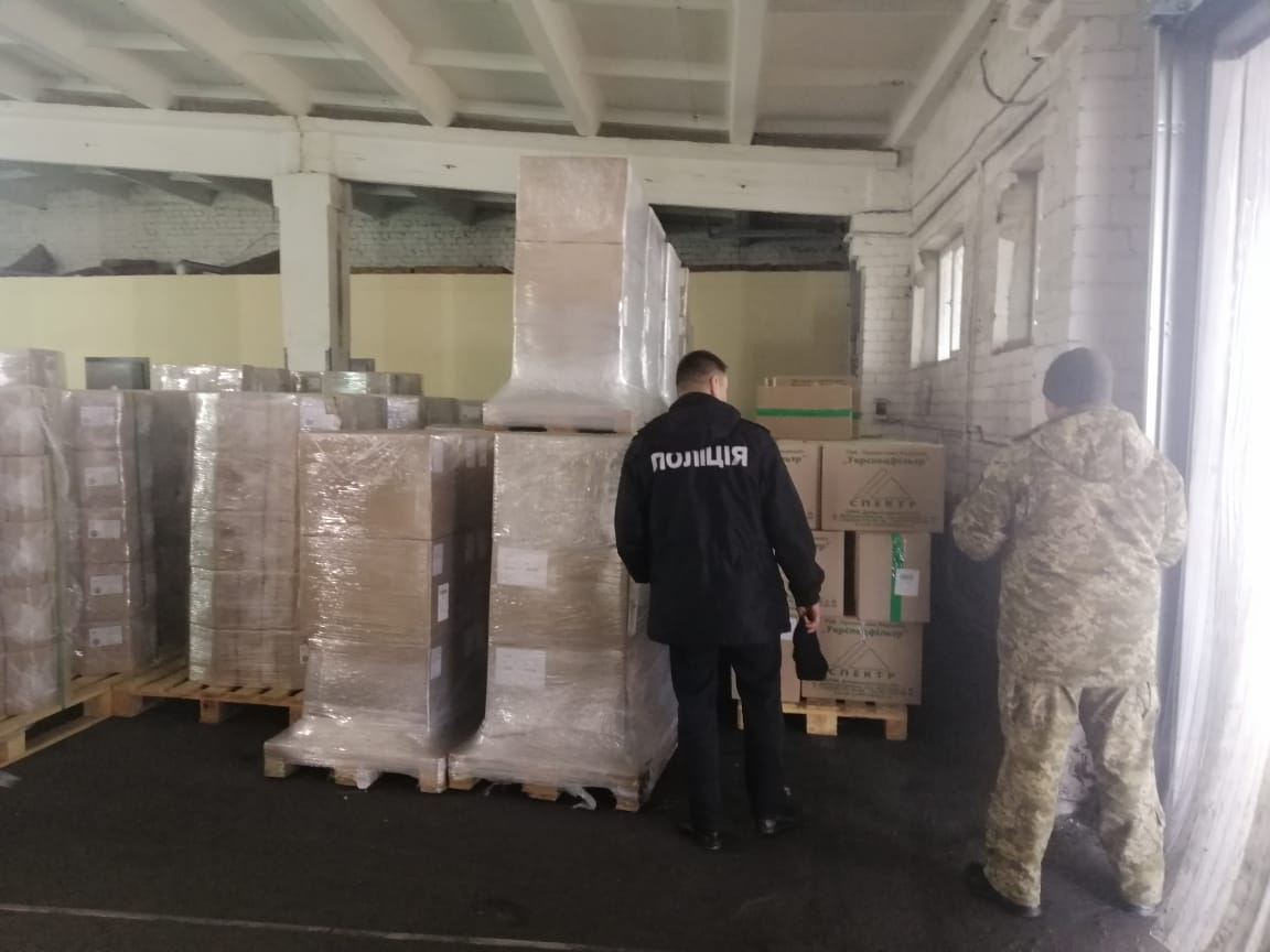 Контрабанда медмасок в Борисполе: фото