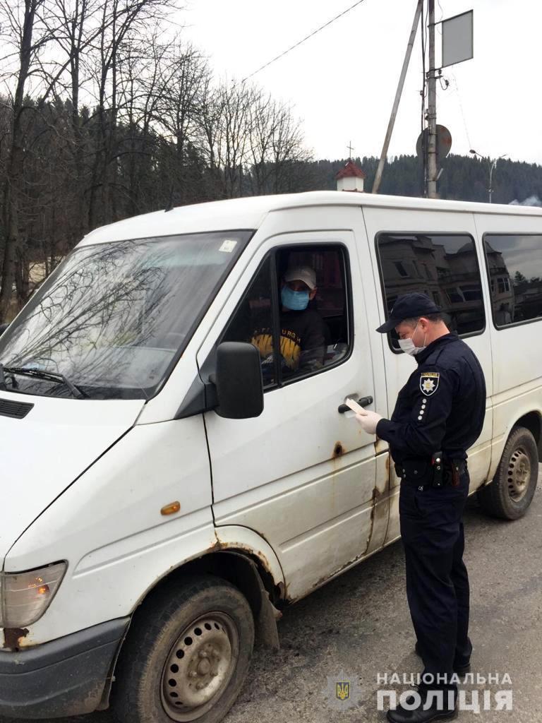 Проверка водителей в связи с карантином: фото