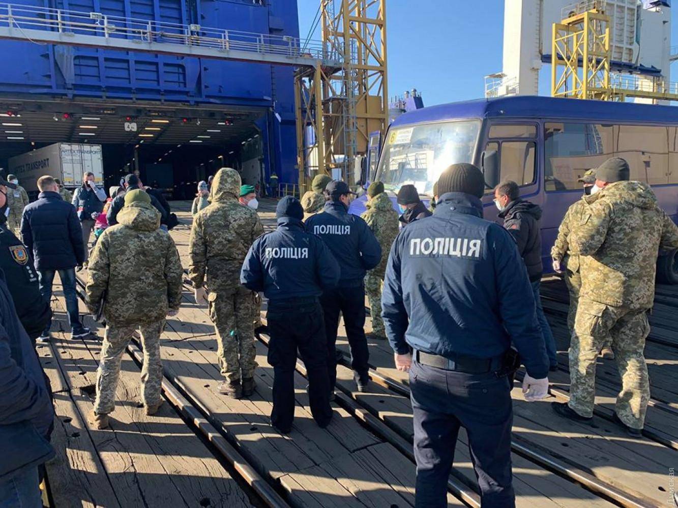 Полиция и спасатели в Черноморске: фото