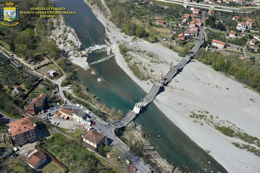 Обрушение моста в Италии (Фото: GUARDIA FINANZA)
