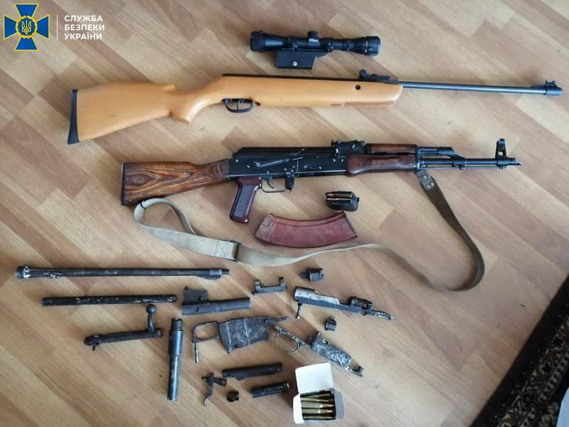 В СБУ сообщили, что сотрудник нацпарка Синевир прятал оружие дома