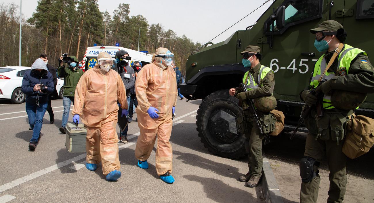 Медики и Нацгвардия дежурят на въездах в Киев