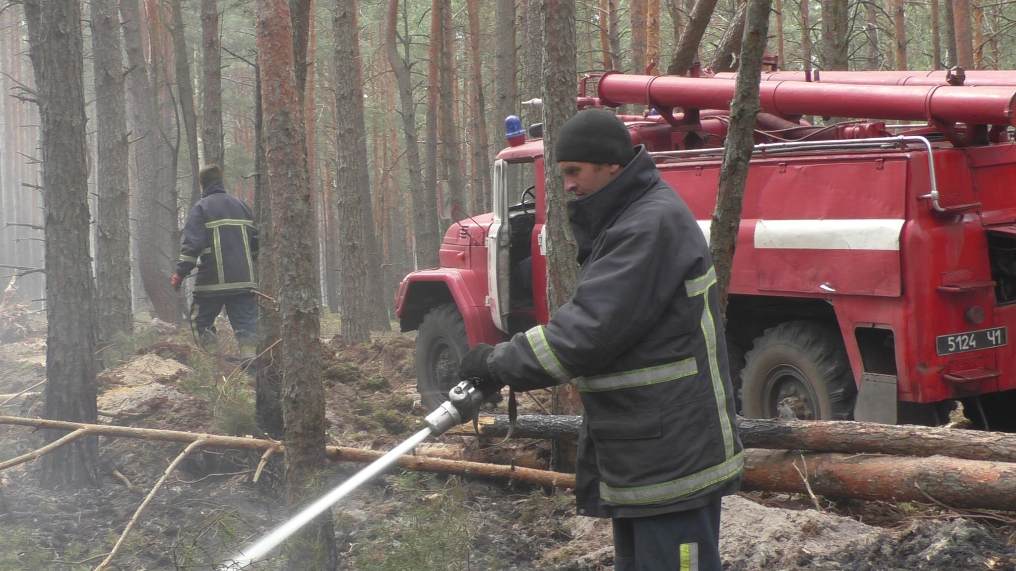 Cпасатели ликвидируют последствия пожаров