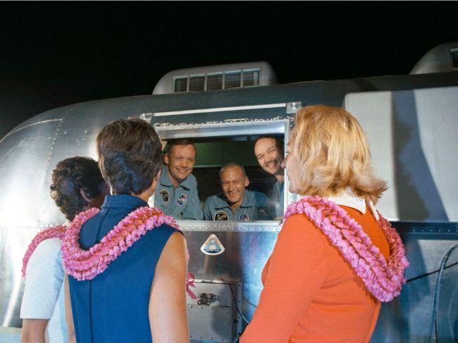 Астронавт Базз Олдрин продает историческое фото для борьбы с коронавирусом