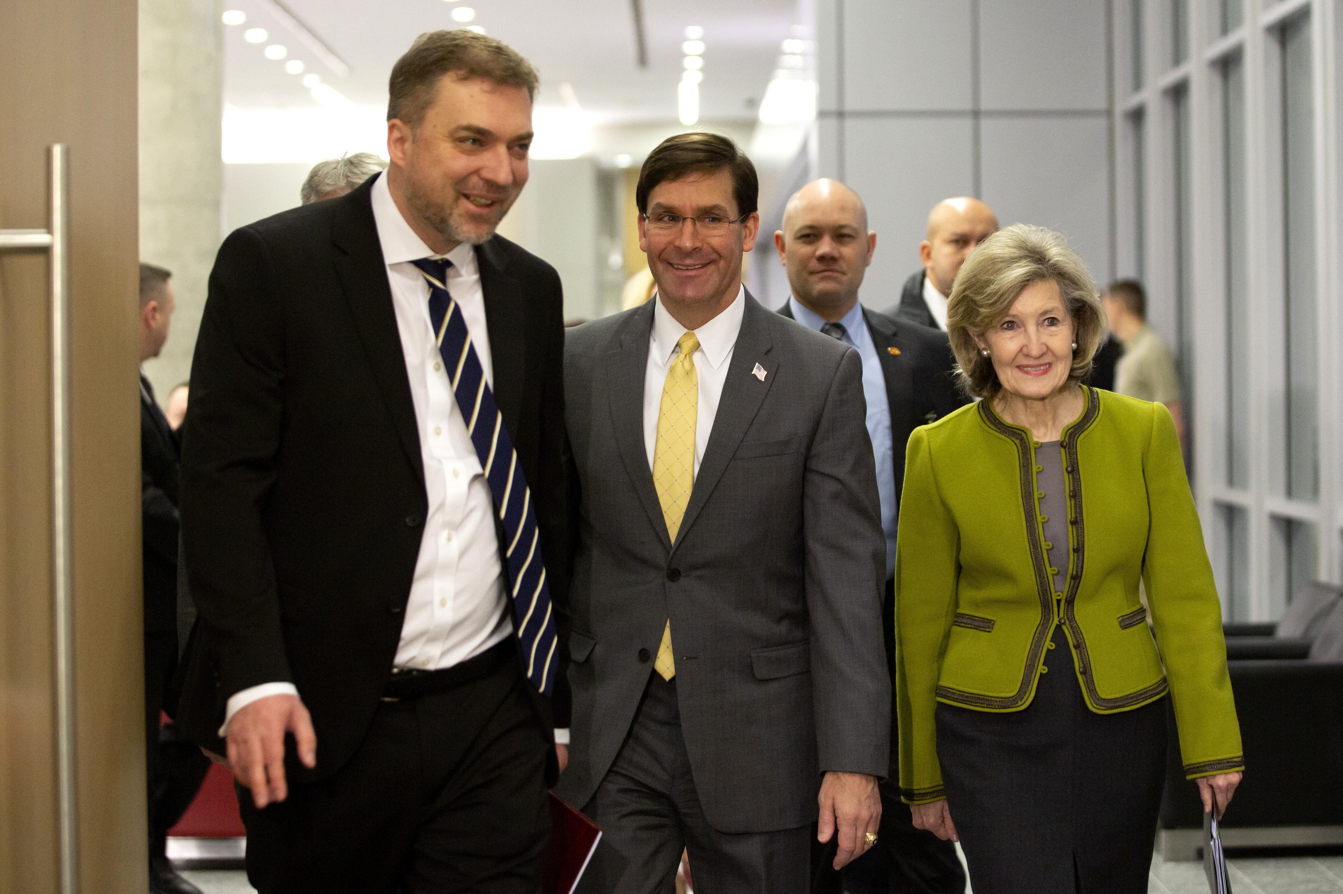Андрей Загороднюк и министр обороны США Марк Эспер (фото - EPA)