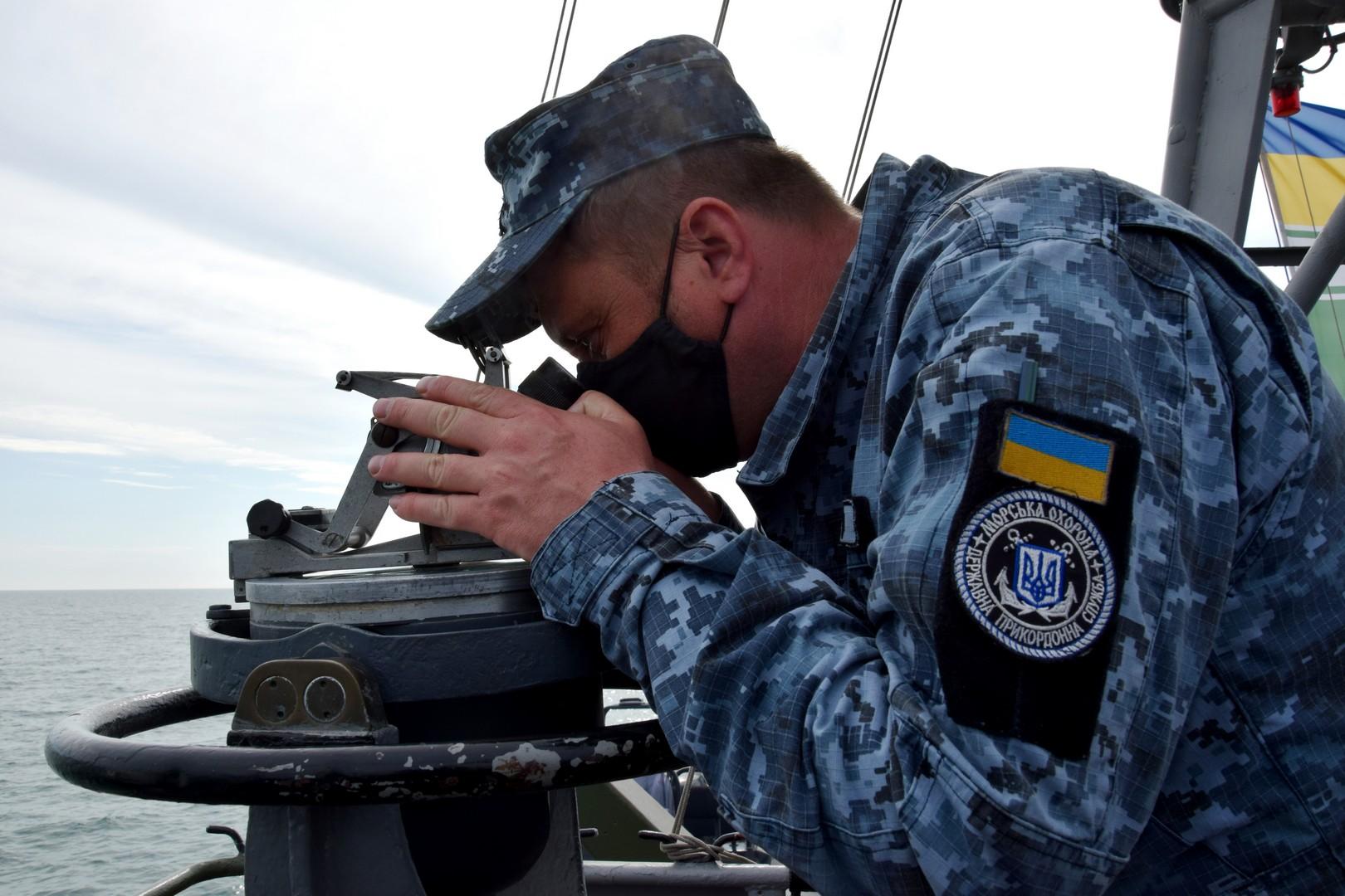 Пограничники провели учения со стрельбами на морском побережье: фото, видео